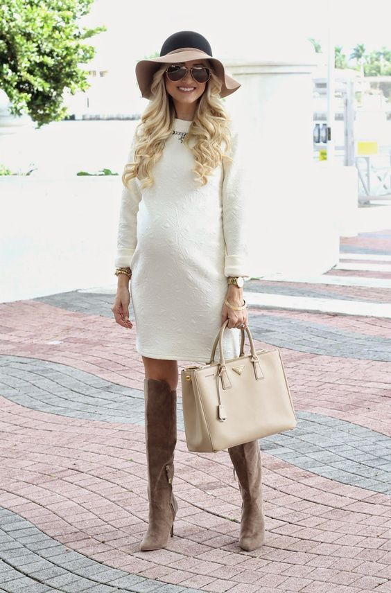 It's amazing being pregnant at any time of the year, but winter brings on a  few special challenges. How should you stay comfy when winter comes and how  can you glam up for those special occasions? Read on to get 10 tips for  your winter maternity style....