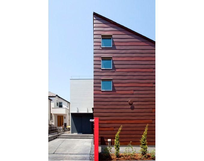 2色のガルバリウム鋼板を張り合わせた外壁