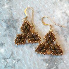"""Boucles d'oreille, """"triangle de losanges"""" couleur brune (bo-03)"""