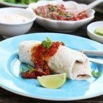Burritos med chilikylling og hvitløksdressing