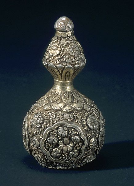 Bottle 12th century gilt silver H: 3 1/8 in. x Diam.: 1 7/8 in. National Museum of Korea 👉🏿 ♣️Fosterginger.Pinterest.Com♠️ More Pins Like This One At FOSTERGINGER @ PINTEREST 🖤No Pin Limits👈🏿Follow Me on Instagram @  👉🏿FOSTERGINGER75👈🏿 and 👉🏿ART_TEXAS👈🏿