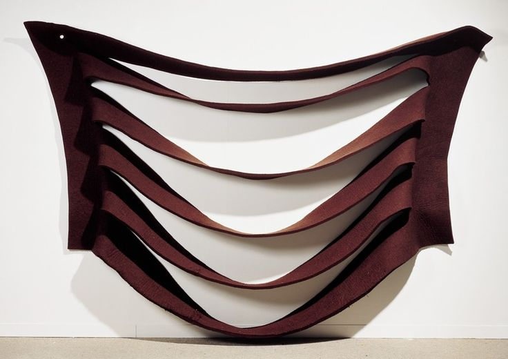 Anti form Robert Morris (1931 - ) Wall Hanging (Tenture, Felt Piece) 1969 - 1970 Feutre découpé 250 x 372 x 30 cm