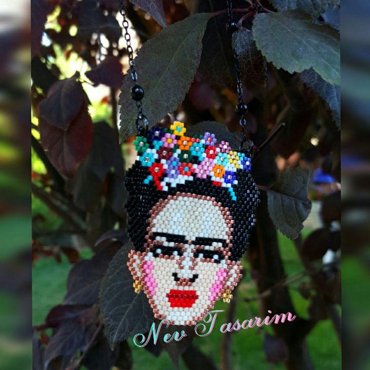 www.instagram.com/nevmodatasarim Frida Kahlo