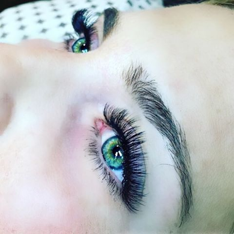 Our borby girls @odette.moreno @uniquelash_ @the_lash_enthusiast @blayr.morrison have all been busy training this weekend @tandylashlounge  Watch out Sacramento we have 15 new certified artists, and they are amazing  Lashes were done by Megan Tandy (owner of Tandy Lash Lounge)   #borboletabeauty