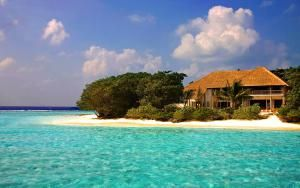 Why Would Anyone Fly an Entire Day to Get to a Maldives Beach Resort? Here's Why: What Soneva Fushi Resort in the Maldives Is Like