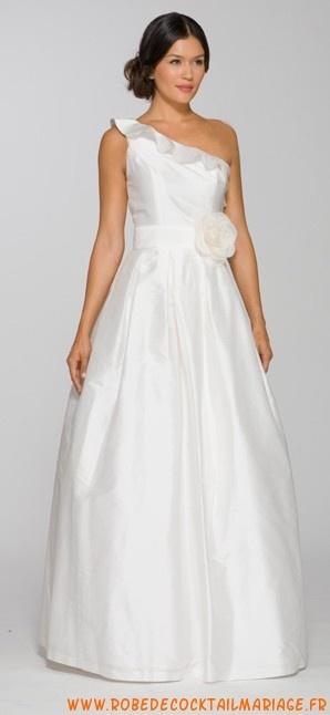 Robe de mariée asymétrique avec ceinture en taffetas
