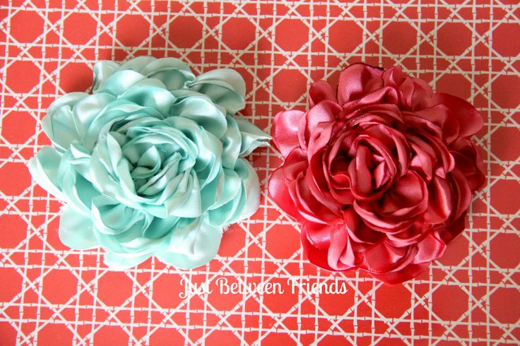Just Between Friends: Fancy Flowers Tutorial-- these are gorgeous!