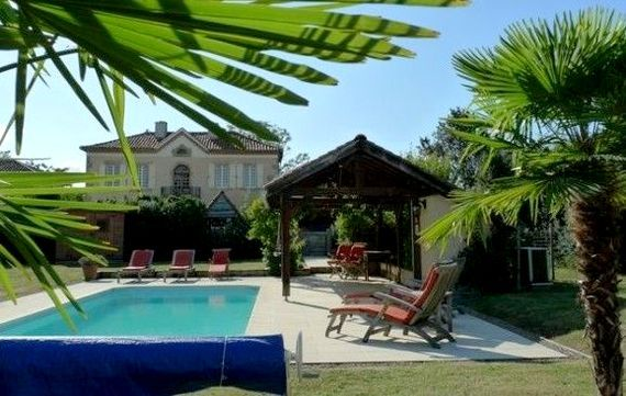 Artagnan, a private villa with excellent service! Childcare, toys, pool and town close by.
