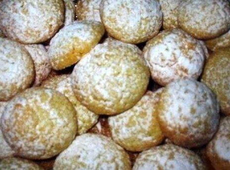 Nel periodo natalizio, non c'è niente di più adatto di questi biscottini a forma di palle di neve, semplici e deliziosi e di sicuro molto a tema. (per circa 20 biscotti) 100 gr di burro | 75 gr di zucchero a velo | 150 gr di farina | 100 gr di mandorle tritate | 1/2 […]