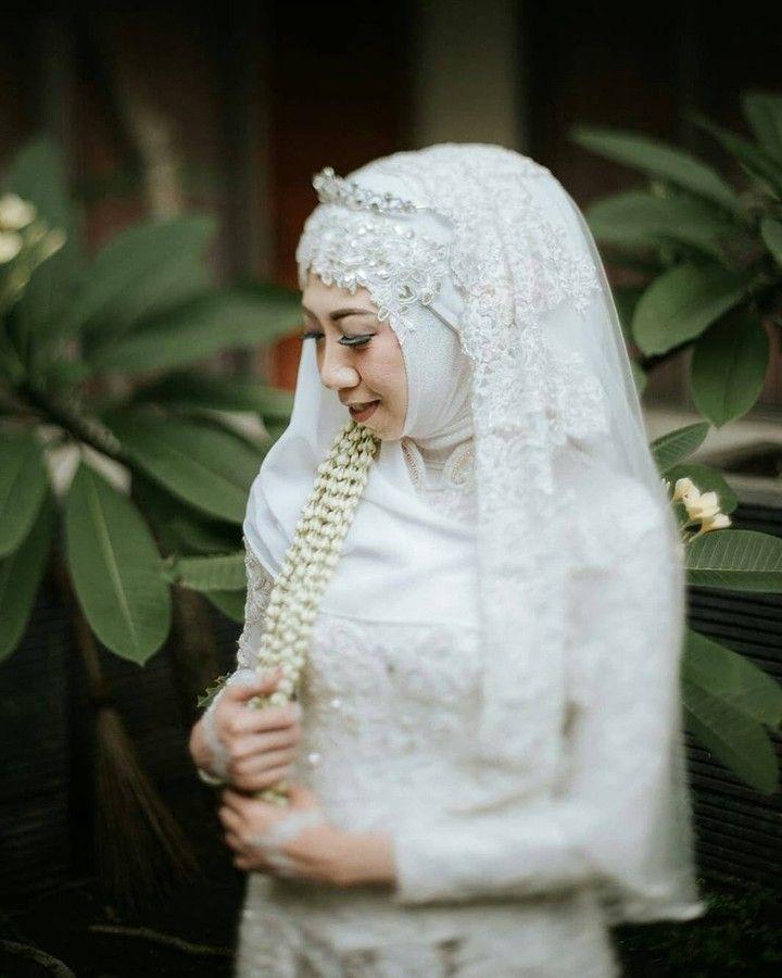 """29 Likes, 1 Comments - Laksmi Wedding Muslimah (@laksmimuslimah) on Instagram: """"Keutamaan menikah adalah menyempurnakan separuh agama dan kita tinggal menjaga separuhnya lagi. .…"""""""