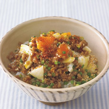 そぼろ親子丼 | 植松良枝さんのどんぶりの料理レシピ | プロの簡単料理レシピはレタスクラブニュース