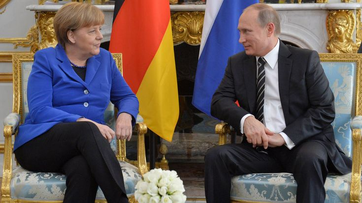 Wladimir Putin: Vom professionellen Lügner zum Staatslenker-Als ...Kanzlerin Angela Merkel 2007 zu Besuch im Kreml ist, bringt der russische Präsident Wladimir Putin seine Hündin Koni mit. Der riesige, schwarze Labrador schnüffelt an der Kanzlerin – unter den wachsamen Augen Putins. Der Präsident hat erfahren, dass Merkel Angst vor Hunden hat. Er will ihre Reaktion testen. Merkel lässt sich nichts anmerken – und Putin ist ab diesem Moment klar, dass er es mit einer toughen Gegnerin zu tun…
