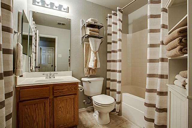 Brown and white cream bathroom decor bathroom ideas for Brown bathroom ideas