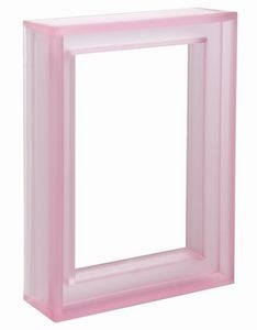 What Type of Paint Will Cover a Plastic Picture Frame? thumbnail