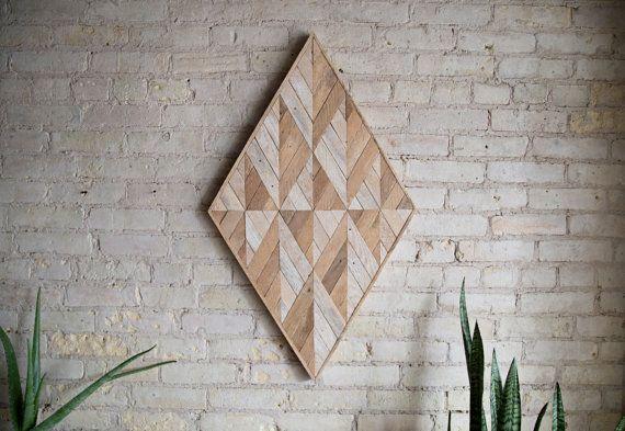 Recuperata la parete in legno arte | L