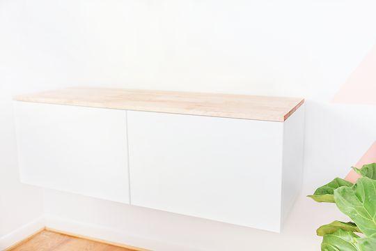 Ikea hack: zwevend kastje met houten blad - Roomed | roomed.nl