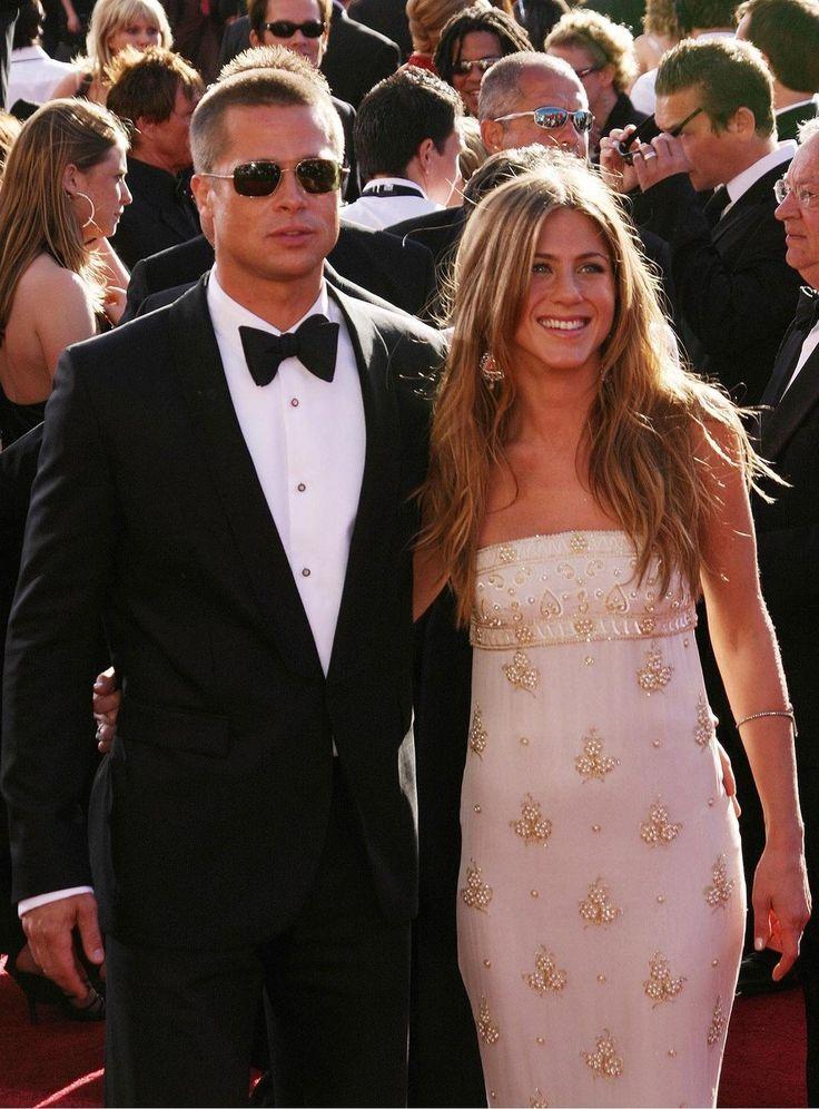 Jennifer aniston friends wedding dresses