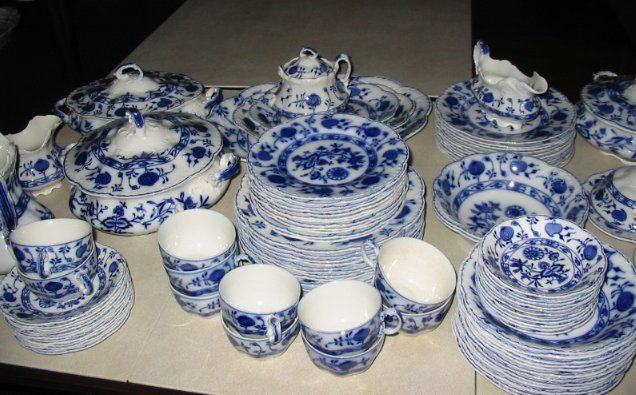 Blue Onion Dishes Pattern History   15 pm ( Preview 2-615 PM)   Vintage Blue Onion   Pinterest   Dining nook Living spaces and Spaces & Blue Onion Dishes Pattern History   15 pm ( Preview 2-6:15 PM ...