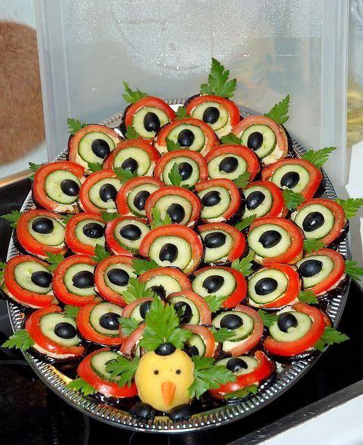 Rozmýšlate, čo pripraviť na Silvestra pre vašich hostí? Zabudnite na obložené chlebíčky a pripravte im niečo originálne. S týmito nápadmi im vyčaríte úsmev, pretože tieto misy nie lenže...