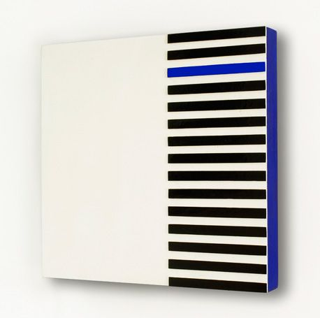 Projeto Lygia Pape | Obras | Anos 50 Grupo Frente | Relevo em azul e preto 1955 - 1956 Esmalte e têmpera sobre madeira 40cm x 40cm x 5cm