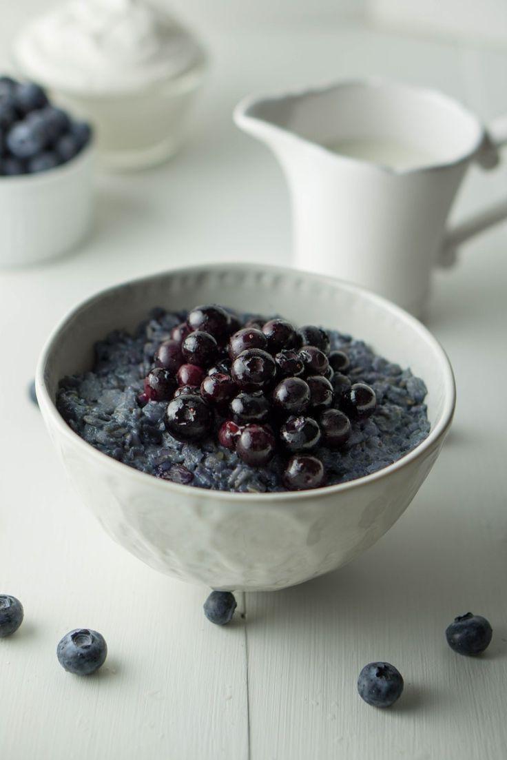 Healthy BLUEBERRY PIE Oatmeal | VEGAN, sugar-free, filling | #healthy #blueberry #oatmeal #porridge | www,wakeuptowaffles.com