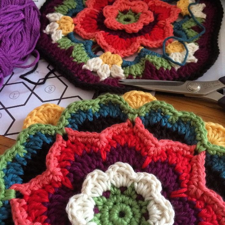 Working on the free extra project that goes with my yarn packs for Frida's Flowers. So good to be back in the studio. #crochet #cal #fridasflowers #janiecrow