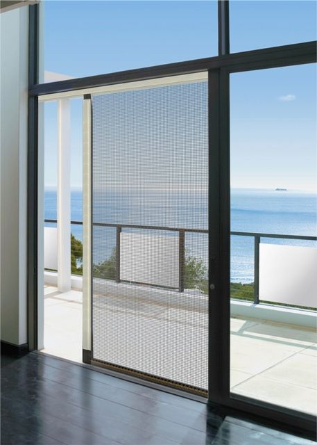 Perfect sea view with Europa Free Insect Screen combined with Europa Pergola for extra shading.