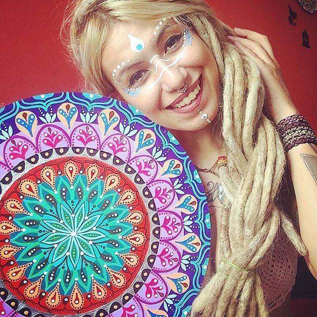 from @luamandaluz -  Belezura que vem chegando ai! 40 centímetros de amor, cor, energia, magia e meditação que enche minha alma de sabedoria e paciência pra lidar com meia devaneios! Essa é de uma cliente antiga, vai pra Barra Mansa -RJ! #dreadlock #dreads #hippies #jahbless #mandalas #mandalasworld #doodles #flowers #paint #cores #rasta #reggae #culturarasta #positividade #estiloshippie #regrann