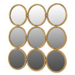 Design spegel i guldfärg. Nio stycken cirkulära speglar i ett stycke. Vägra vara vanlig och ge ditt liv lite mer. Häng en eller flera i grupp.