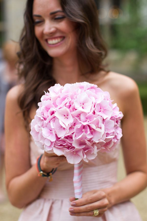 How do I love hydrangeas? Let me count the ways... Or just do a Pinterest search and oooh and ahh at all the pretty hydrangea pictures that  I can find. Hydrange
