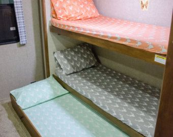 Fitted bunk sheets for camper