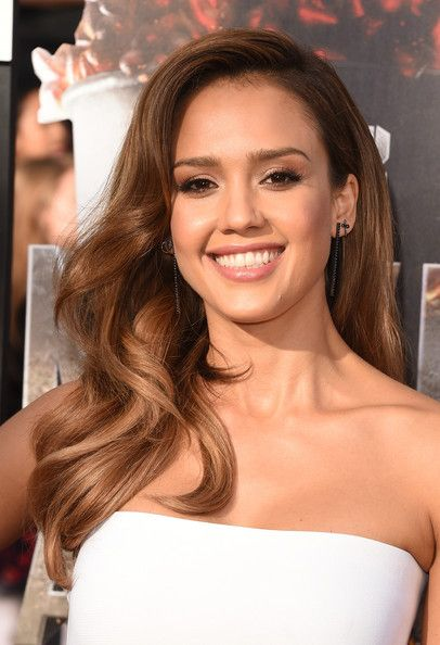 Best Beauty Looks From The 2014 MTV Movie Awards // Jessica Alba's golden blowout