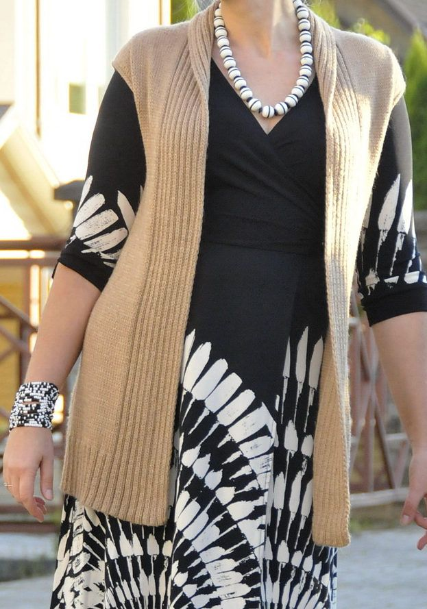 """Free Knitting Pattern for Kaino Vest - Thi long, open-front vest features ribbed front edges, a pointed back collar, ribbed detail in back, and easy cap sleeves. Designed by Norah Gaughan for Berroco. Sizes Bust: 30 (34) 38 (42) 46 (50)""""  Pictured project by aisteb1973."""