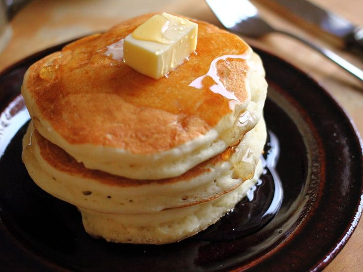 お友達から頂いた、グアム旅行土産のハワイパンケーキミックス。(笑)マルバディ(MULVADI)さんのバナナフレーバーです(*´∀`*)ノ本日は、こちらのパンケーキミックスのおススメの作り方をご紹介♪全く同じ粉を使っても、↑のように全く違った