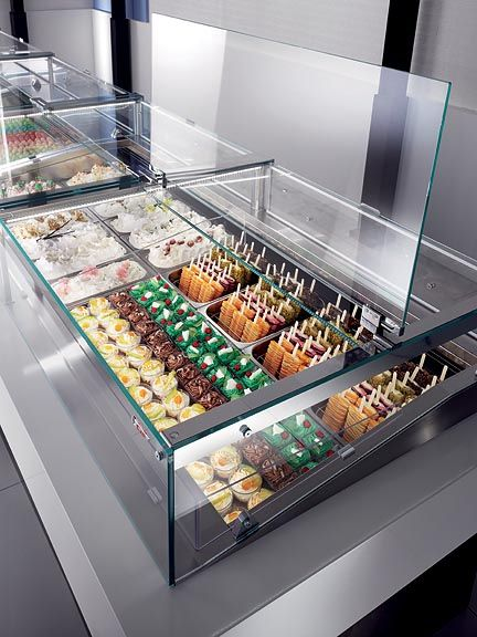 Lift up hydraulic glass available on Rosa Deli pastry, chocolate and Gelato cases.