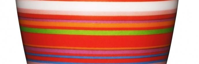 Het serviesgoed  Origo, ontworpen door designer Alfredo Häberli voor iittala in 1999, is een internationaal succesverhaal. De opvallende, kleurrijke strepen van de Origo serie verschenen tot nu toe in negen verschillende kleursamenstellingen. Het originele idee van Häberli startte echter ironisch genoeg niet met strepen, maar vanuit het idee een wit, stapelbaar en multifunctioneel serviesgoed voor alledaags gebruik te ontwerpen.