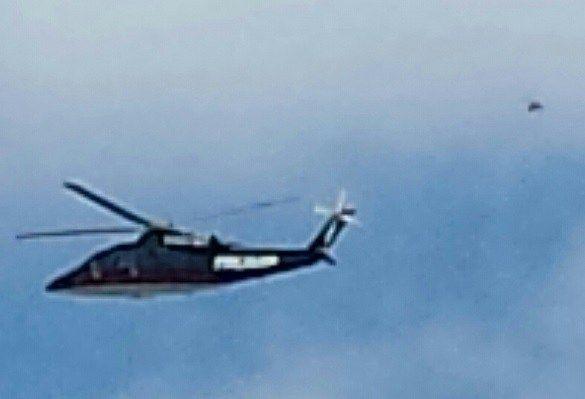 Dois meses depois antes de Donald J. Trump anunciar que concorreria a posição de presidente, a Mutual UFO Network (MUFON) arquivou uma foto do helicóptero do candidato com algo aparentemente suspeito acompanhando. Trump estava usando o helicóptero às 13h00 do dia 15 de agosto de 2015 ao levar as crianças para um passeio na feira. …