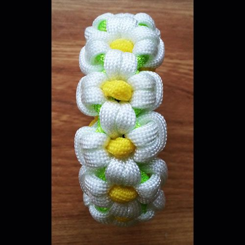Paracord DaisyBracelet - Beautiful, delicate flower design. Perfect for those summer outfits.