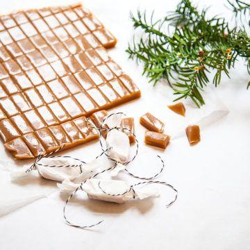 Klassisk julkola med grädde, mums!