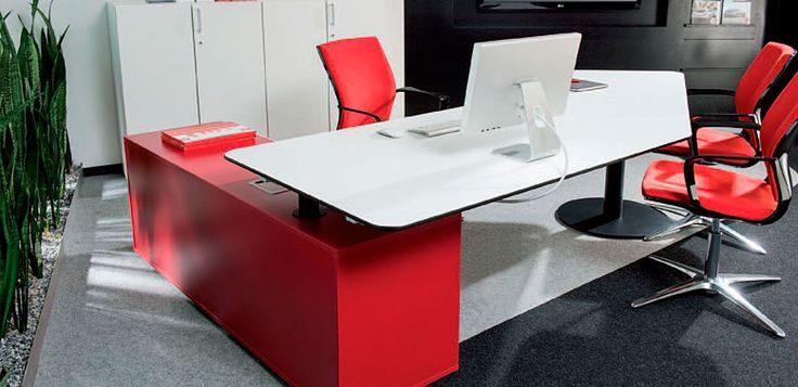 Arko 2 -- Características: Practico escritorio gerencial que combina el espacio de trabajo y de reuniones en un solo tablero. Infórmate más sobre este mueble dándole clic a la imagen.