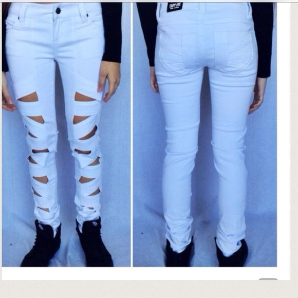 🆕LISTING Tripp White Ripped Jeans Model is wearing size 24. Inseam 31'. 97% cotton, 3% spandex. Super Cute Must Have. Tripp Jeans