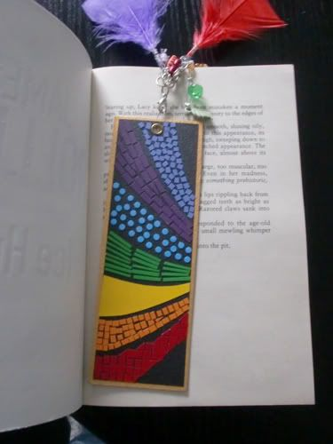 Love the design of this!  And the feathers coming off of it, too! Bookmarks - Marcapáginas - Puntos de libro