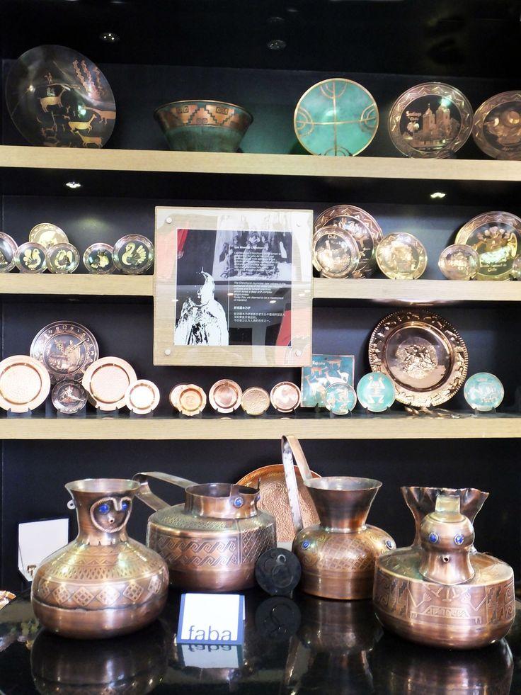 FABA: Objetos decorativos. Vasijas mapuches de cobre y lapislázuli #SantiagoElegante_Faba #SantiagoElegante #Joyas  #Artesania  #AlonsodeCordova