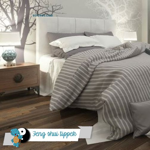 HÁLÓSZOBA FENG SHUI MÓDRA  Ha pihentető alvásra vágysz, gondoskodj róla, hogy az ágyad mögött legyen egy erős fal! Ez stabilitást és nyugalmat biztosít, ezáltal segít, hogy mélyebben aludj, reggel pedig kipihenten ébredj. Ha franciaágyad van, a legjobb, ha az ágytámla érintkezik a fallal, hiszen így mindkét oldalról könnyen megoldható az ágy megközelítése. Az ággyal szembe viszont ne akassz tükröt a falra, mert az harmadik felet hozhat a párkapcsolatodba! #fenshuitippek #hálószoba