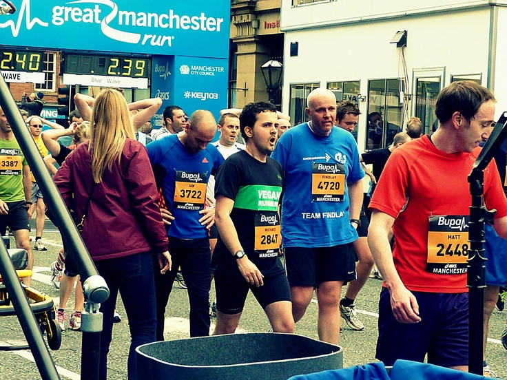 setting a new pb at the 2012 Manchester Great Run (10k)