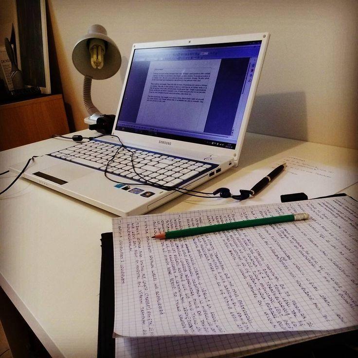 Uwielbiam gdy moje biurko tak wygląda  #descopt #working #writing #paper #pen #notebook #white #blue