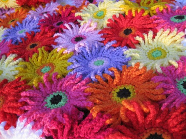 Looking for your next project? You're going to love Gerbera Garden Blanket by designer kuuyu. - via @Craftsy ༺✿ƬⱤღ  http://www.pinterest.com/teretegui/✿༻