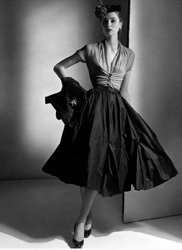 Photo by Horst, 1952. Suzy Parker wears Dior Haute Couture. American Vogue     jαɢlαdy