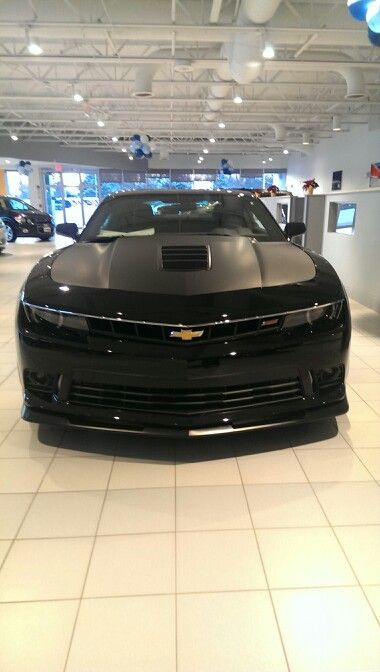 Photo I took of an all black 2014 Chevy Camaro. Looks mean, I want it!!!(: