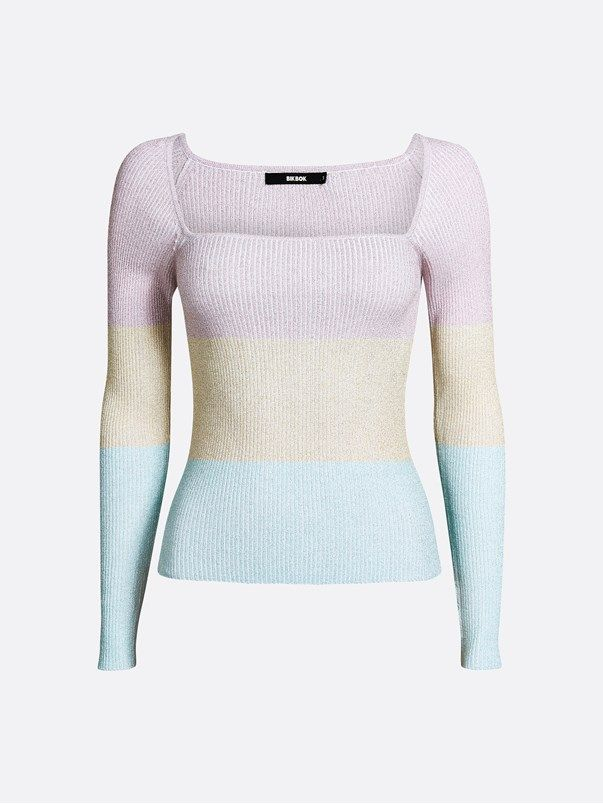 Ribb knitted top with square shaped neckline. Narrow fit.  Multi